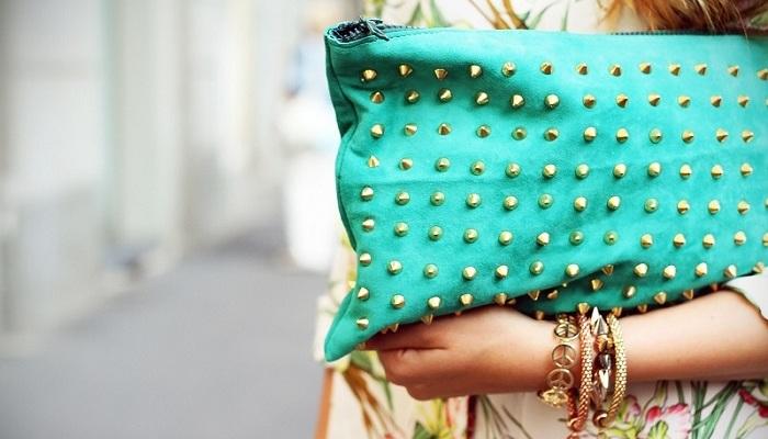 Pelletteria e borchie: la borsa trendy è ancora borchiata