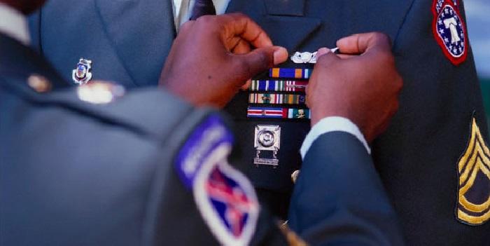 Dettagli in metallo per forniture militari