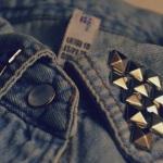 Applicazioni metalliche sugli abiti: è mania!