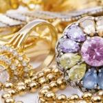 La moda dei maxi bijoux in metallo e pietre